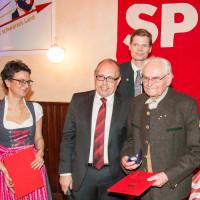 Thomas Mayerhofer erhält die Willy-Brandt-Medaille für 70 Jahre Parteimitgliedschaft, 2017