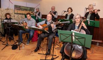 Die musikalische Untermalung übernahmen die Cheskinga Dradewixpfeiferl