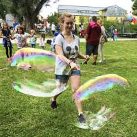 Meisterin in Riesenseifenblasen, 08-2016