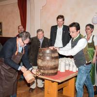 gekonnter Anstich durch 3ten Bürgermeister Manfred Hofweber, 2016