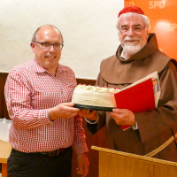 Als Dankeschön und zum Geburtstag eine Schwarzwälder Kirschtorte von Ortsvorsitzenden Dieter Betz