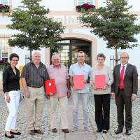 v.l.n.r.: Bürgermeisterin Andrea Ernhofer, Karl-Heinz Leidel, Siegfried Betz, Bernhard Hofbeck, Rosa Weber, Dieter Betz